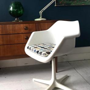 Vintage Robin Hill designer white revolving chair